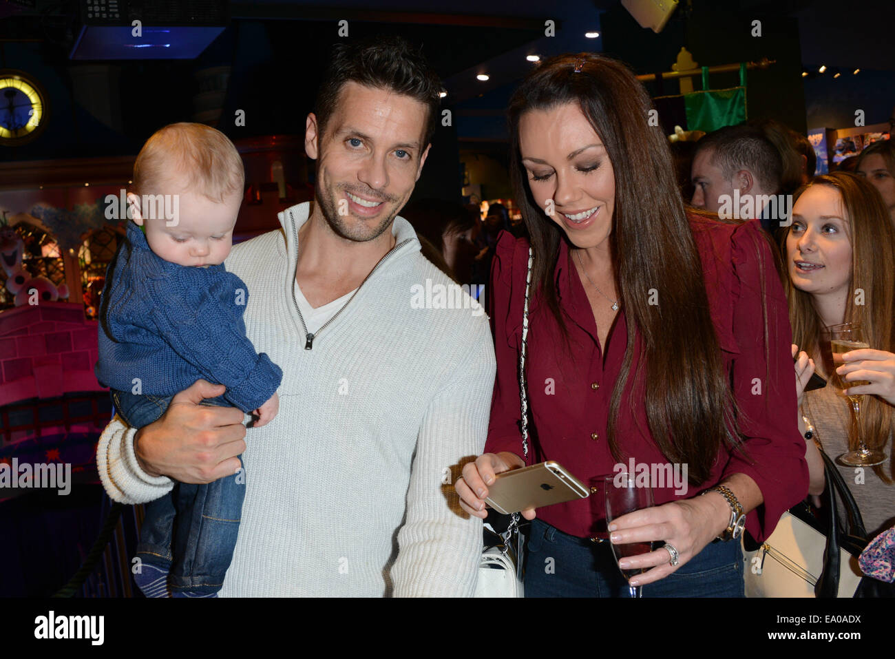 London, UK. 4th November, 2014. Linzi Stoppard  and Will Stoppard with daughter attends the Disney Store launches - Stock Image