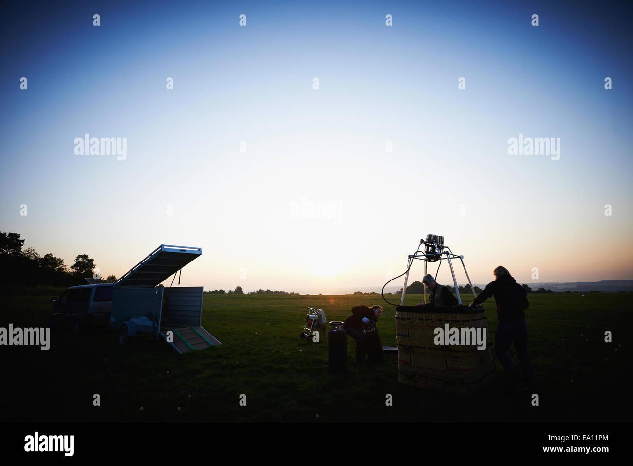 Men preparing hot air balloon - Stock Image