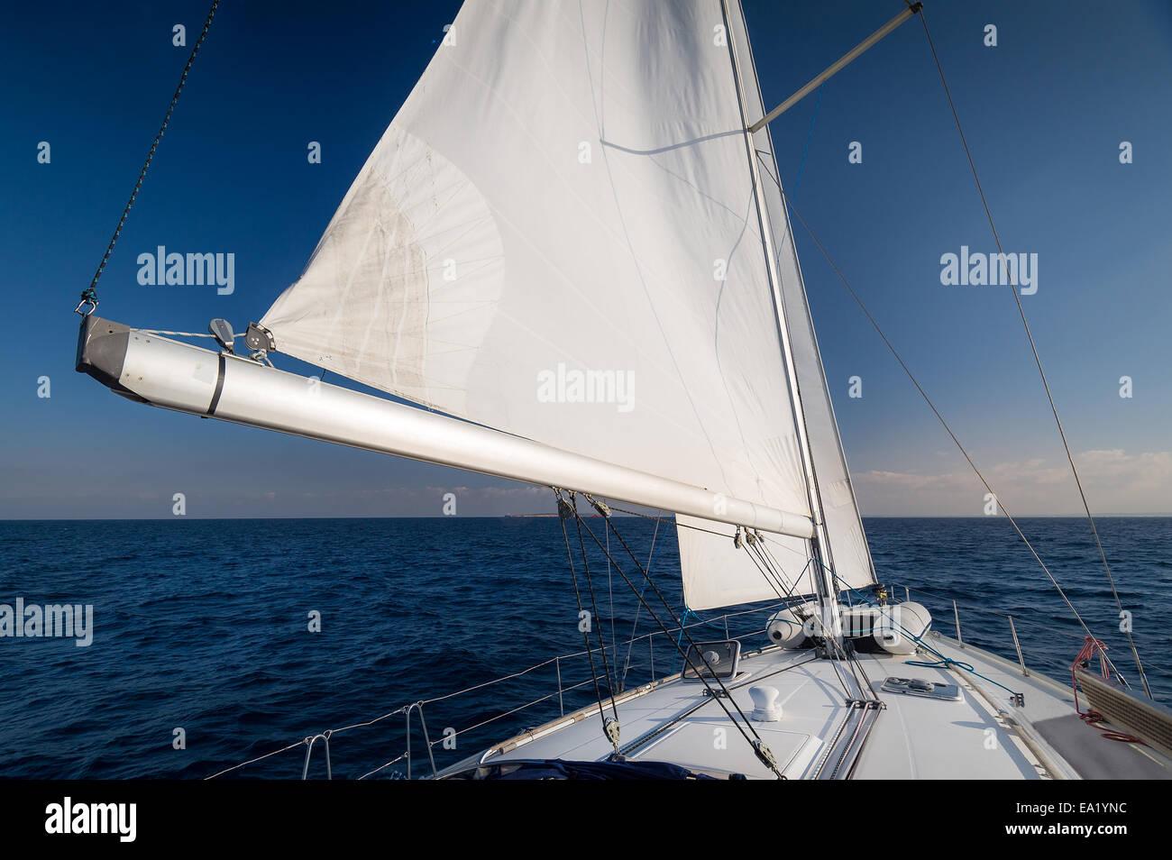 Sailing to the horizon - Stock Image