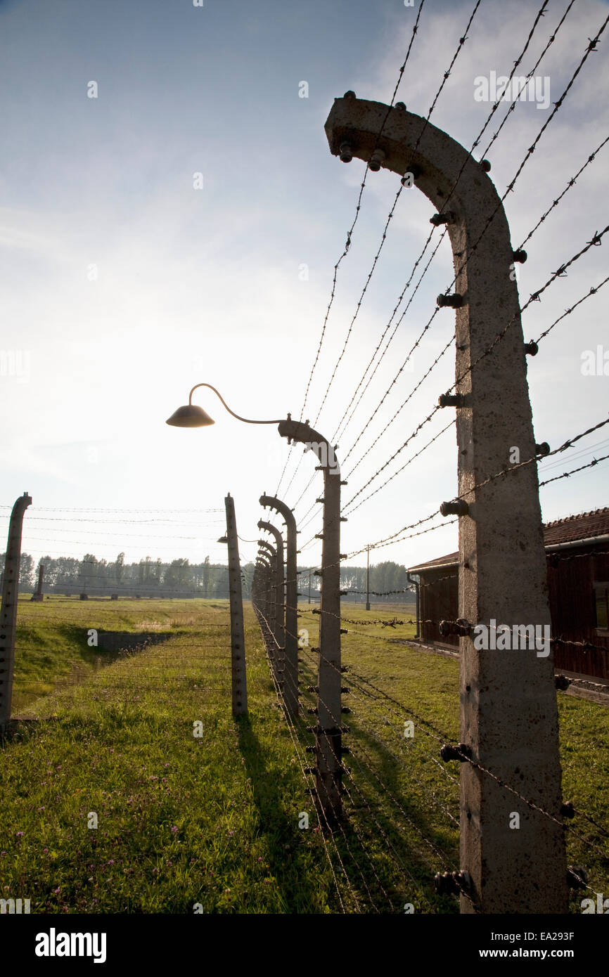 Electrified Wire Fence Stock Photos & Electrified Wire Fence Stock ...