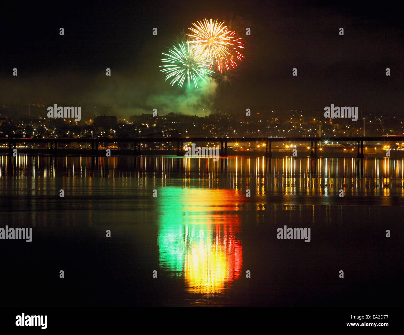 Dundee, Scotland, UK. 5th November, 2014. Reflections on the River Tay,of Fireworks on Bonfire night in Dundee, - Stock Image