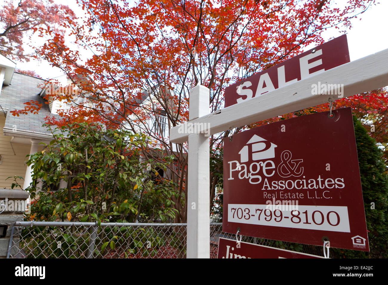 Home for sale sign - USA - Stock Image