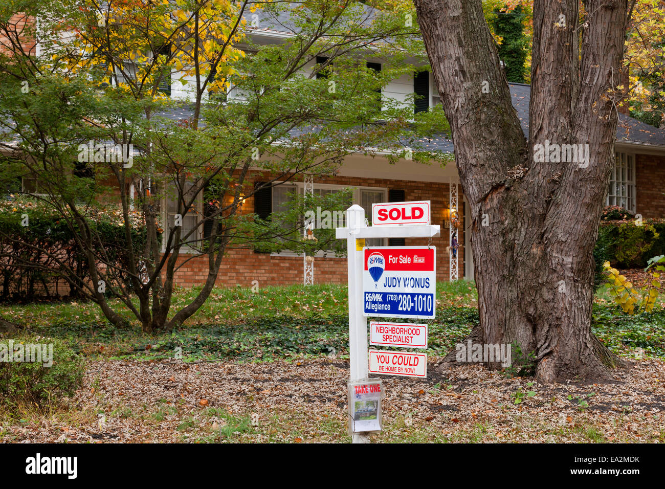 House for sale and sold sign - Virginia USA - Stock Image