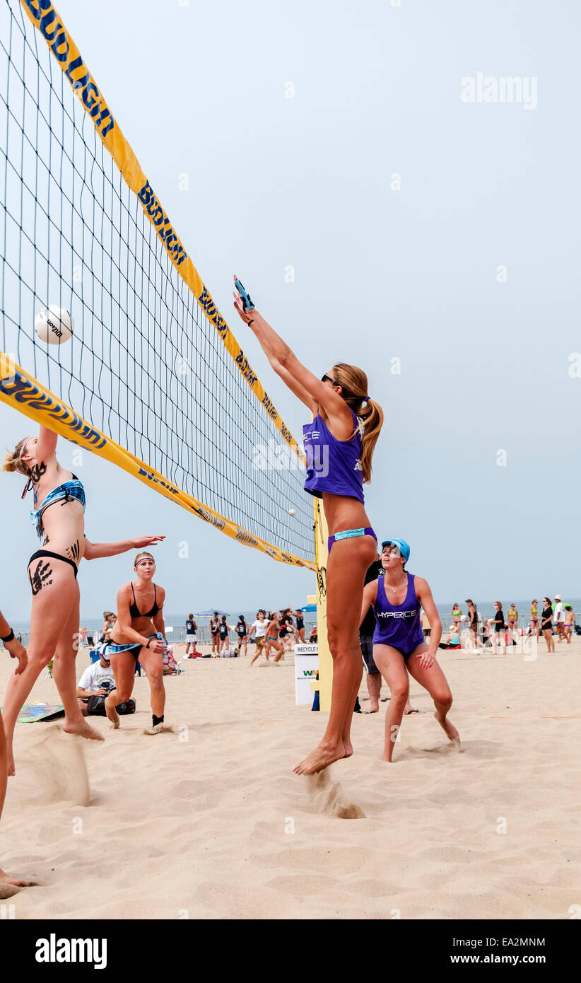 California, Los Angeles County, Manhattan Beach, International Surf Festival, Six-Woman Beach Volleyball Team, action - Stock Image