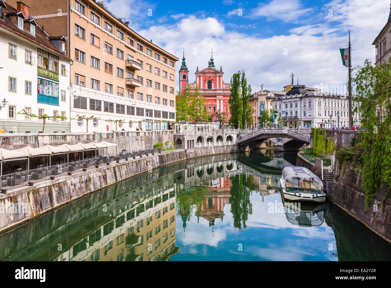 Ljubljana triple bridge and Franciscan Church of the Annunciation reflected in Ljubljanica River, Ljubljana, Slovenia - Stock Image