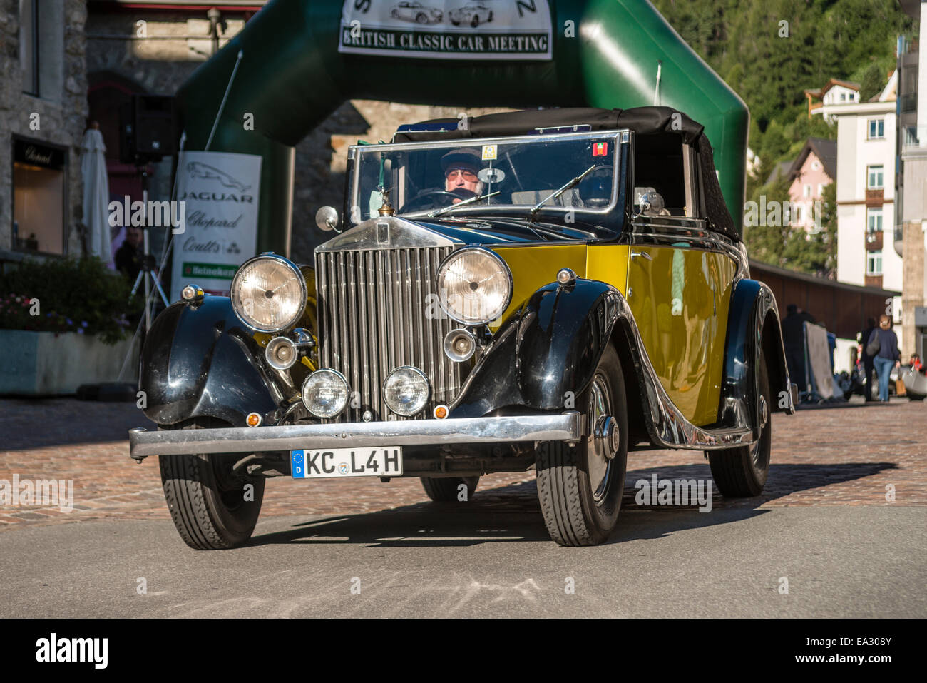 Rolls Royce vintage cars at the start of annual the British Classic ...