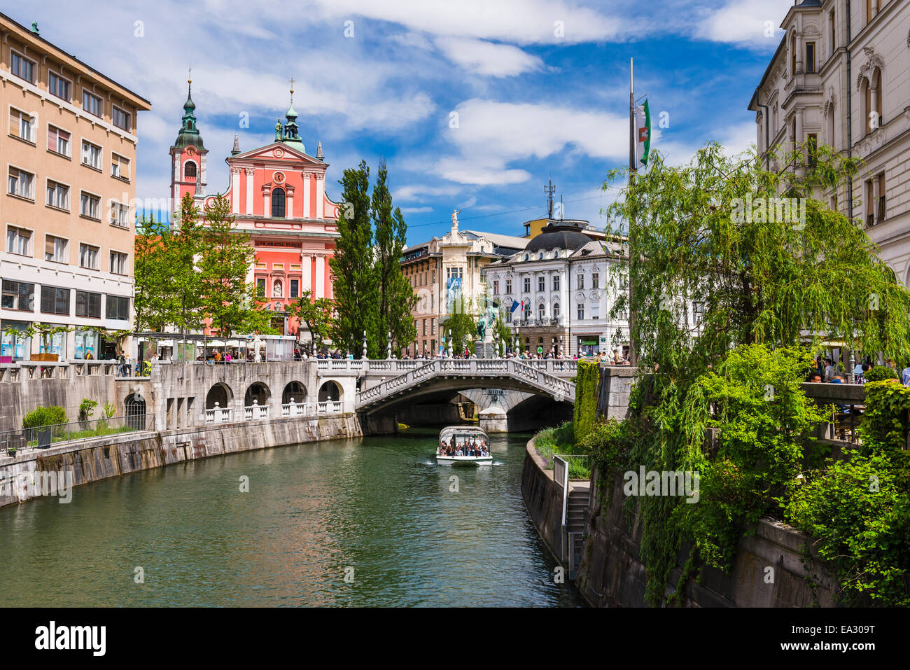 Ljubljanica River, Ljubljana triple bridge (Tromostovje) and the Franciscan Church of the Annunciation, Ljubljana, - Stock Image