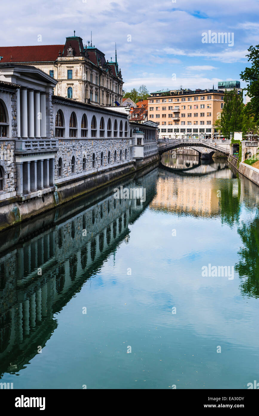 Ljubljana triple bridge (Tromostovje) and Ljubljanica River, Ljubljana, Slovenia, Europe - Stock Image