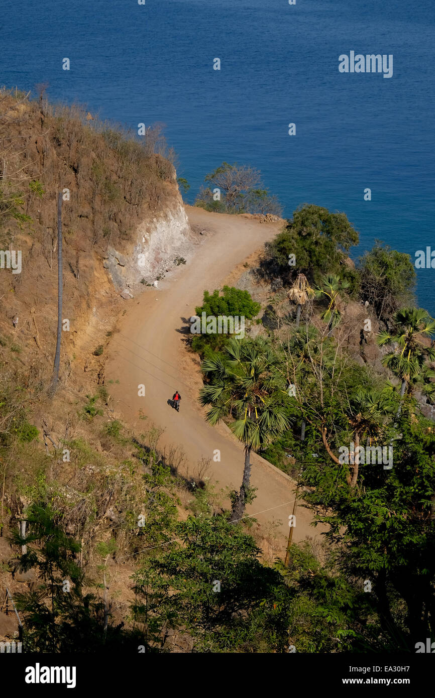 Sea-side village road of Lamagute village seen from above. Lembata Island, Indonesia. - Stock Image