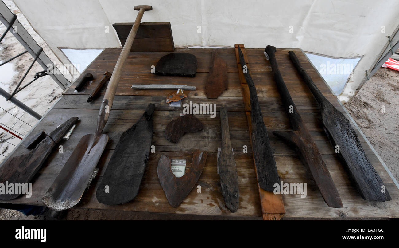 Dannewerk, Germany. 5th Nov, 2014. Some of the tools found during recent excavation work are on display on a table - Stock Image