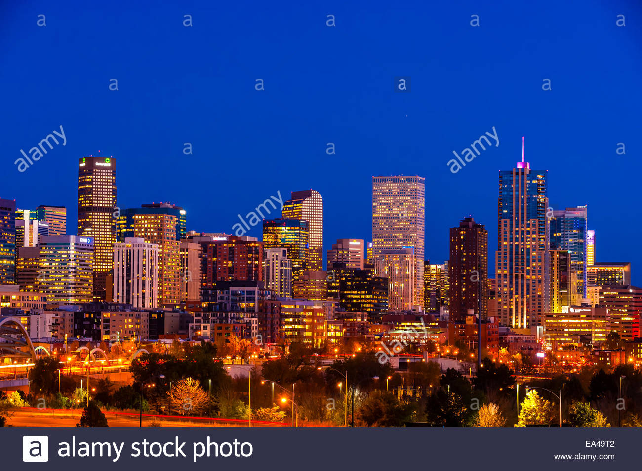 Downtown Denver skyline with Interstate 25 in the foreground, Denver, Colorado USA. - Stock Image