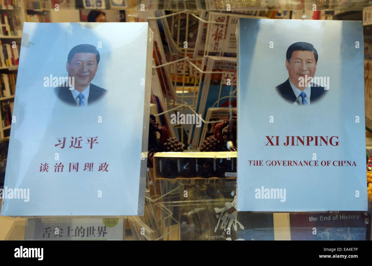 Book 'The Governance of China' by Chinese President Xi Jinping in Chinatown shop window, London - Stock Image