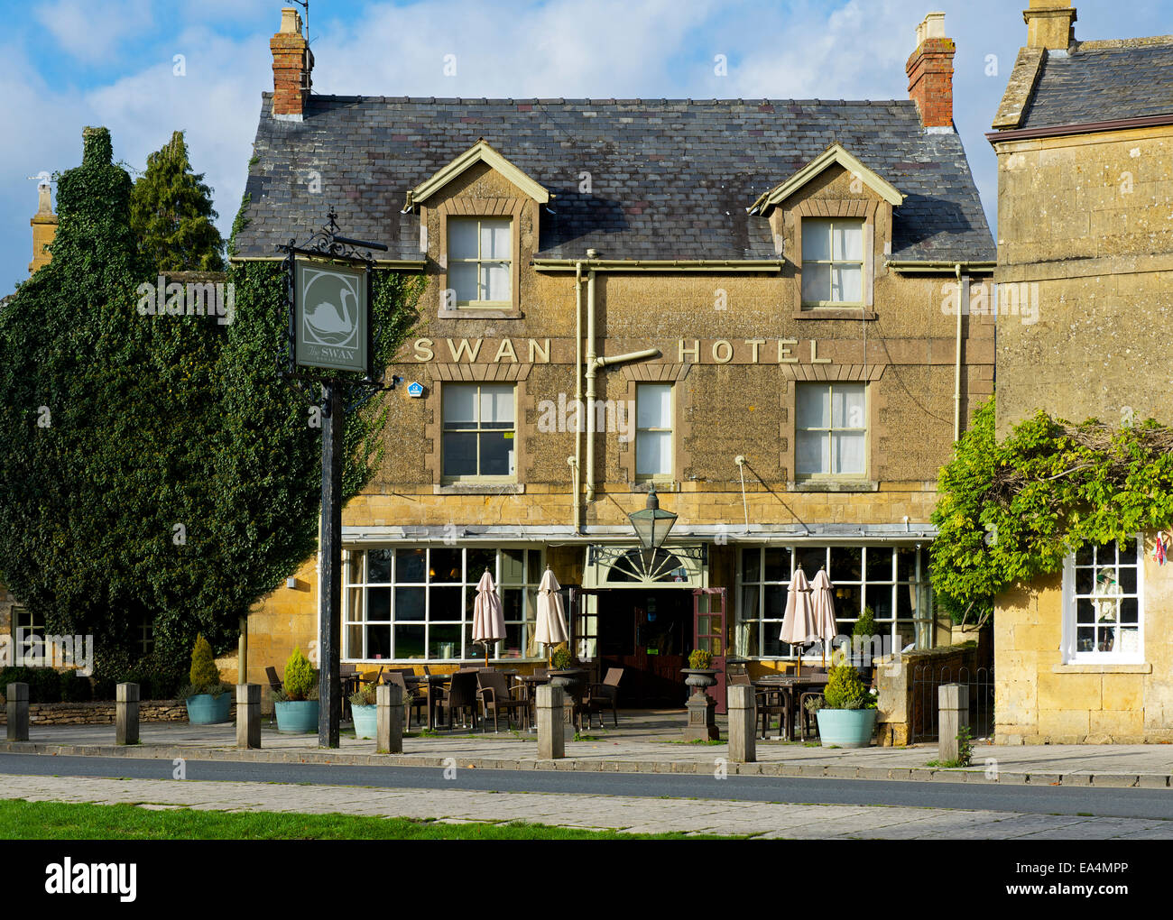 The Swan Hotel in Broadway, Cotswolds, Worcestershire, England UK - Stock Image