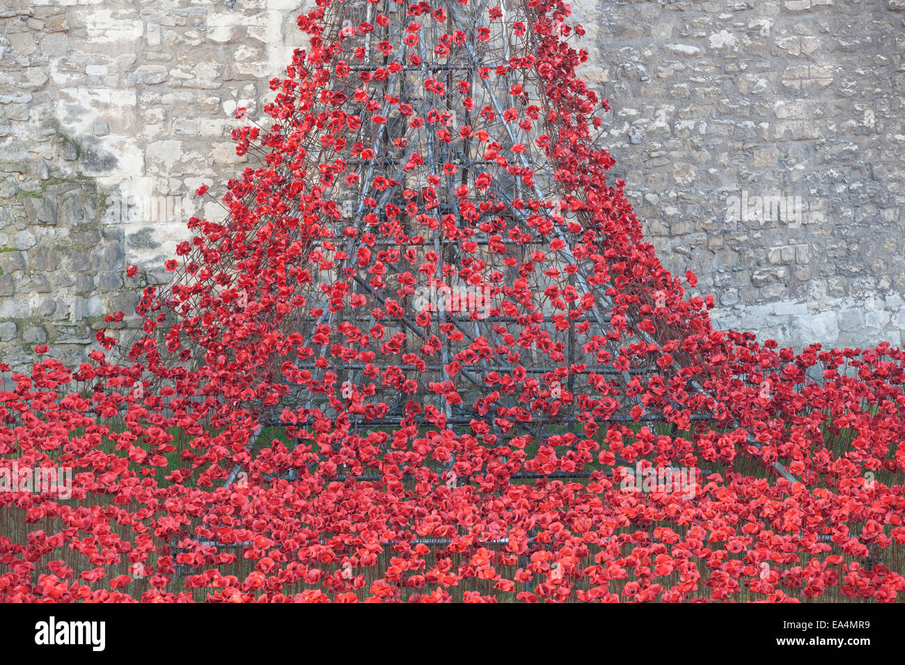 Tower of London, UK. 6th November 2014. Art installation Blood Swept Lands and Seas of Red at the Tower of London, Stock Photo