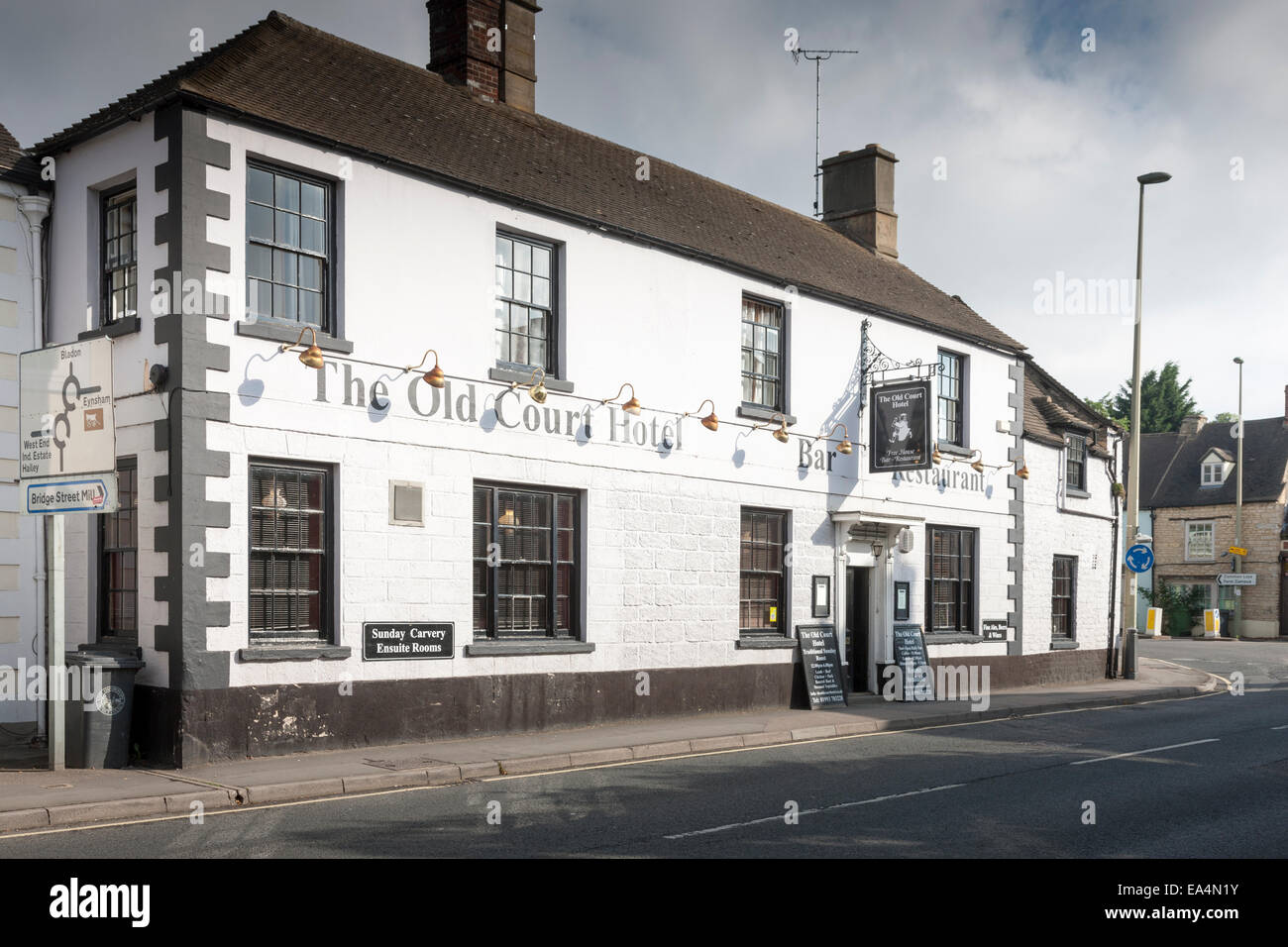 The Old Court Hotel coaching inn in Witney, Oxfordshire - Stock Image