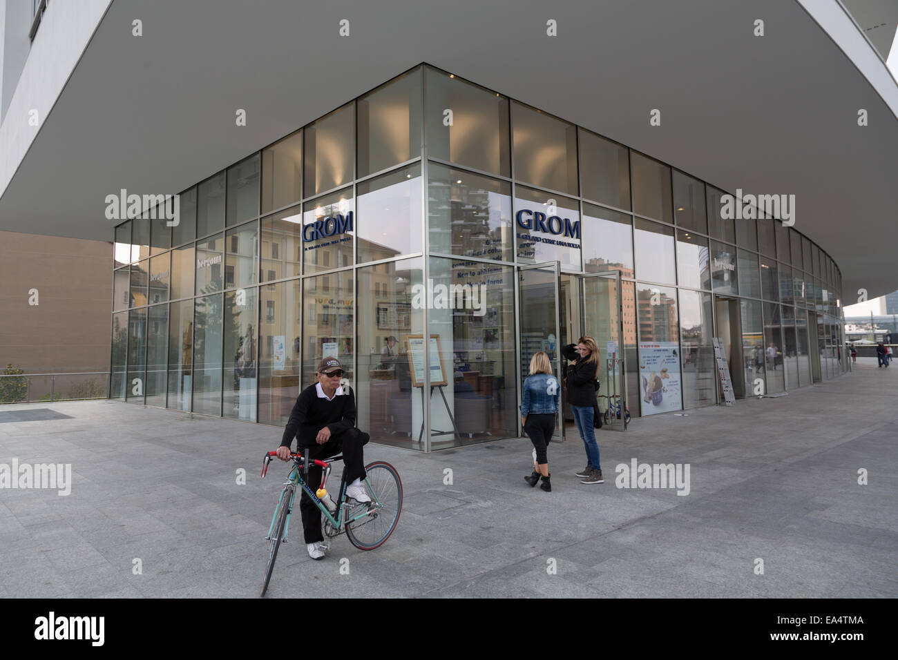 Grom artisanal gelateria in Milan, Piazza Gae Aulenti, Porta Nuova Business District Stock Photo