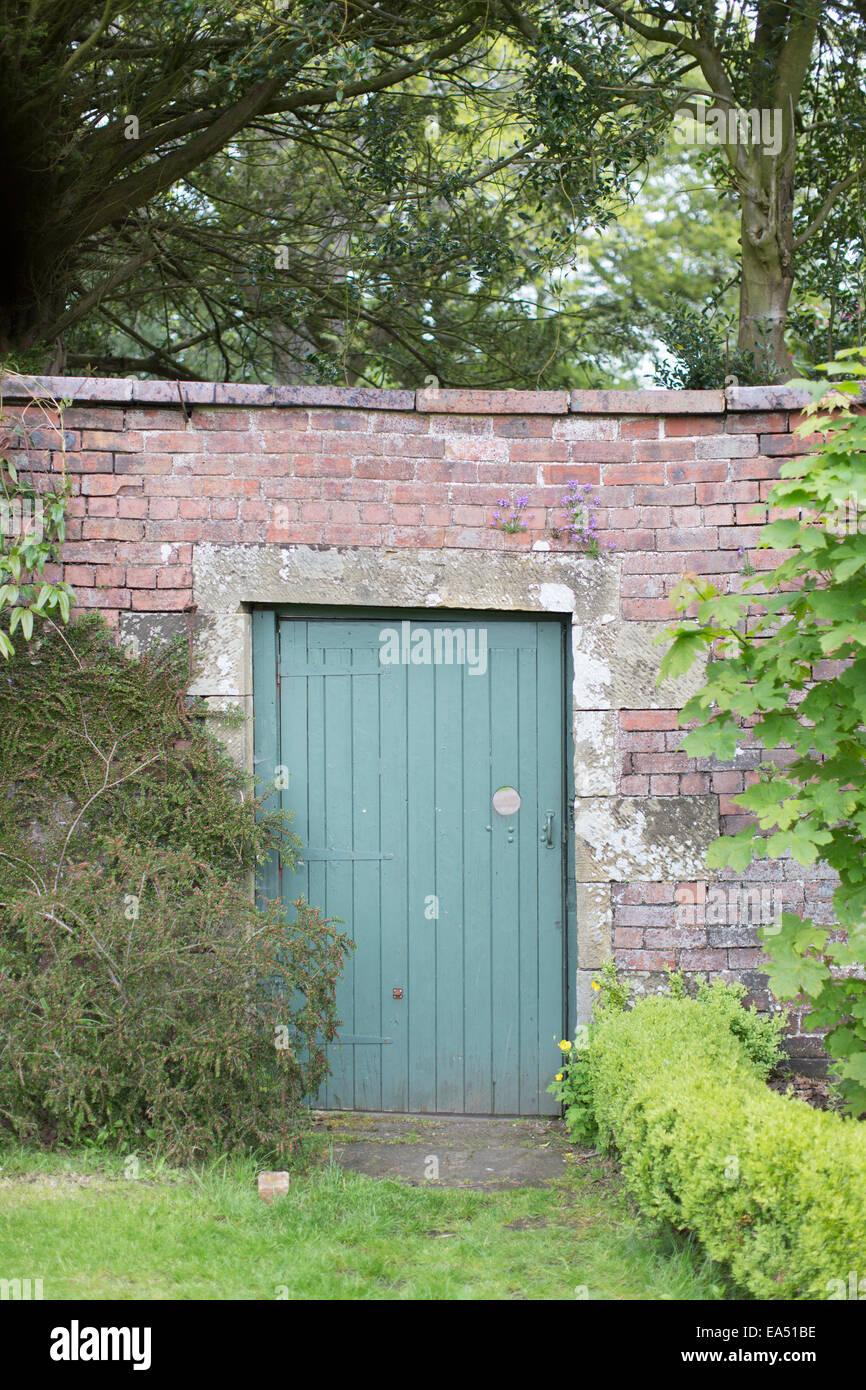 Secret Garden doorway in wall & Secret Garden doorway in wall Stock Photo: 75098898 - Alamy