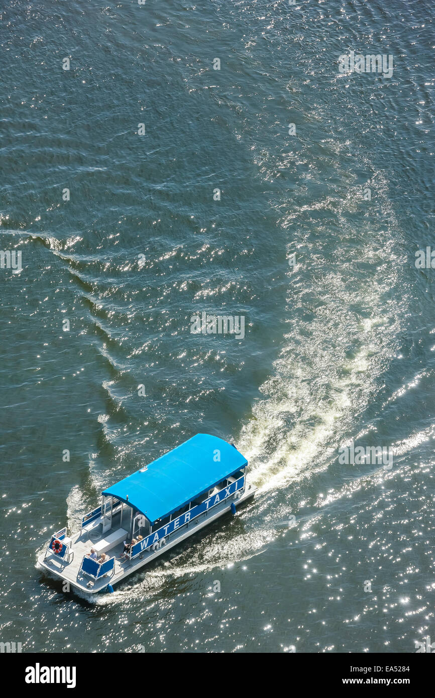 Baltimore Water Taxi pontoon boat from above in Baltimore Inner Harbor with wake and waves - Stock Image