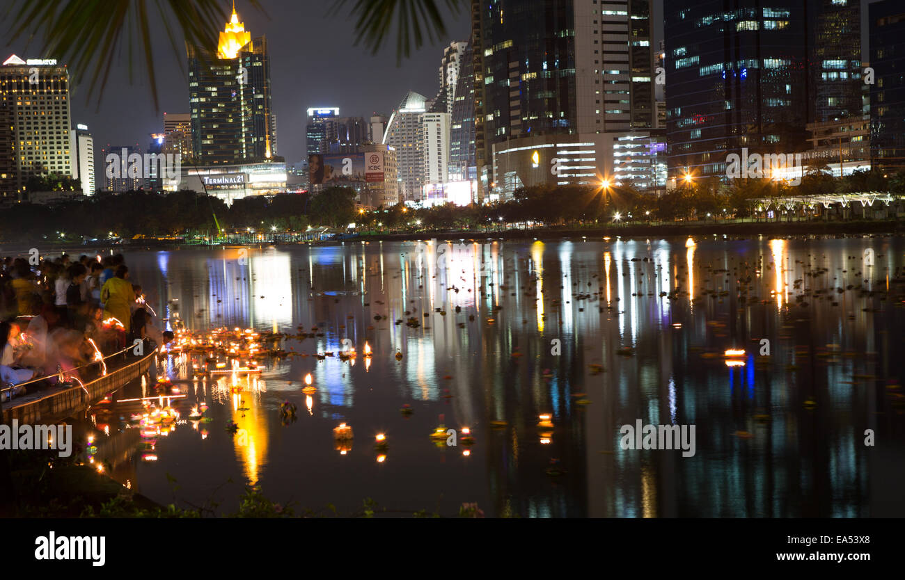 Benjakiti Park, Bangkok, Thailand, 6th November 2014. Long exposure captures Krathong's (decorated baskets) - Stock Image