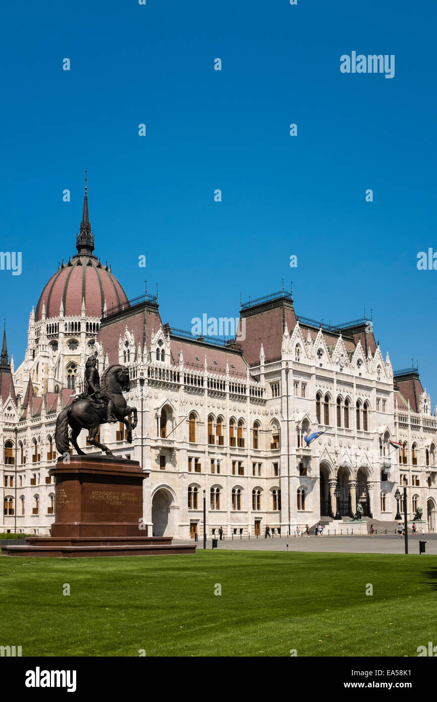Exterior view of the Hungarian Parliament building in Kossuth Square, Budapest, Hungary. - Stock Image