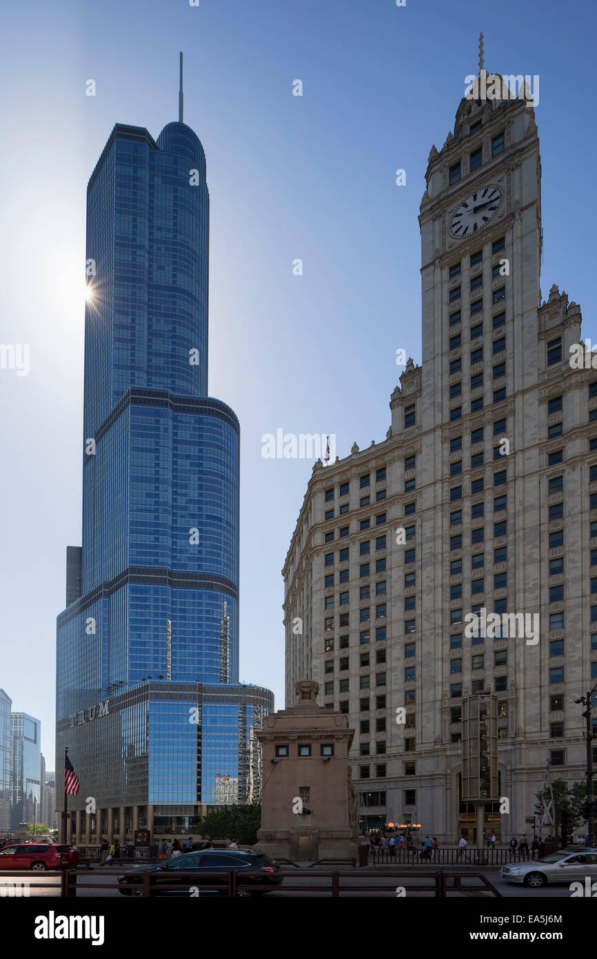 USA, Illinois, Chicago, Trump Tower and Wrigley Building - Stock Image