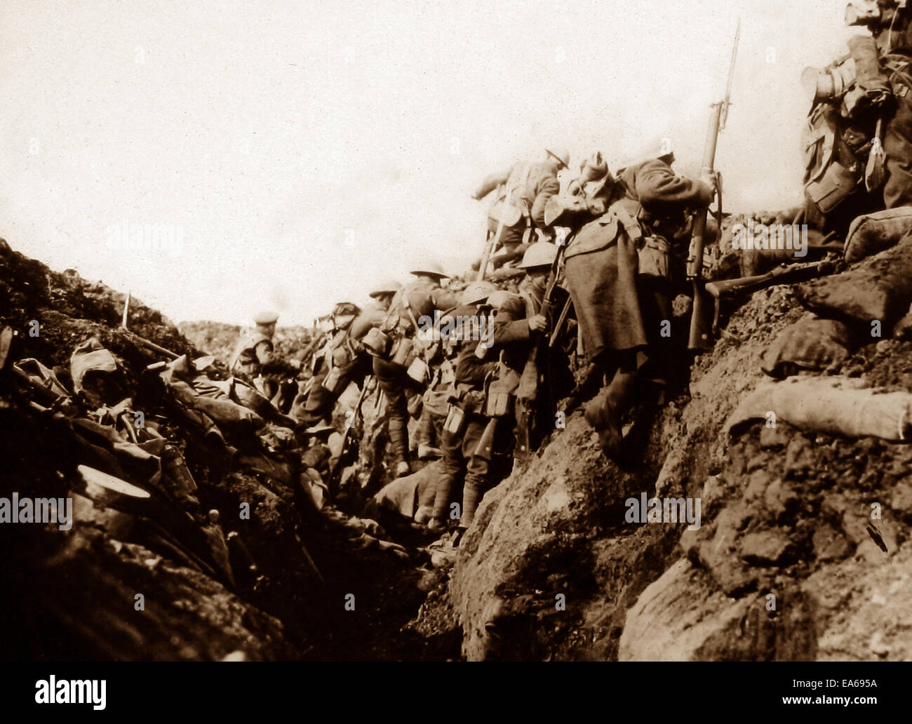 Canadian troops in a Somme trench going over the top in September 1916 - Stock Image