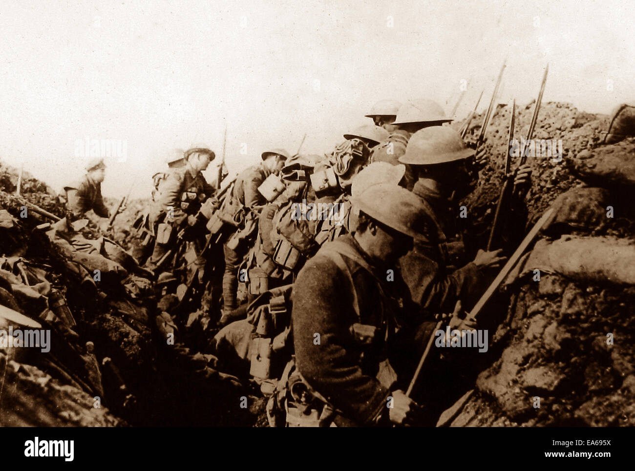 Canadian troops in a Somme trench in 1916 - Stock Image