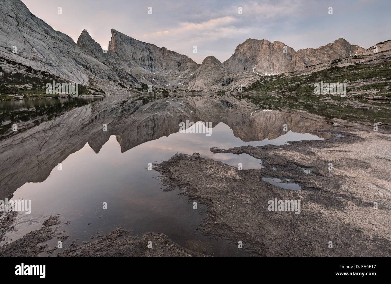USA, Wyoming, Bridger-Teton National Forest, Deep Lake and East Temple - Stock Image