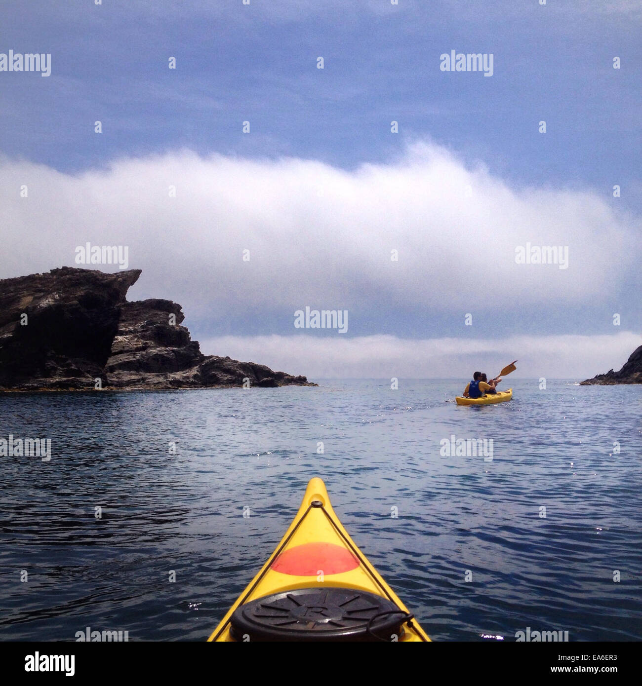 Spain, Costa Brava, Kayaking among cliffs - Stock Image