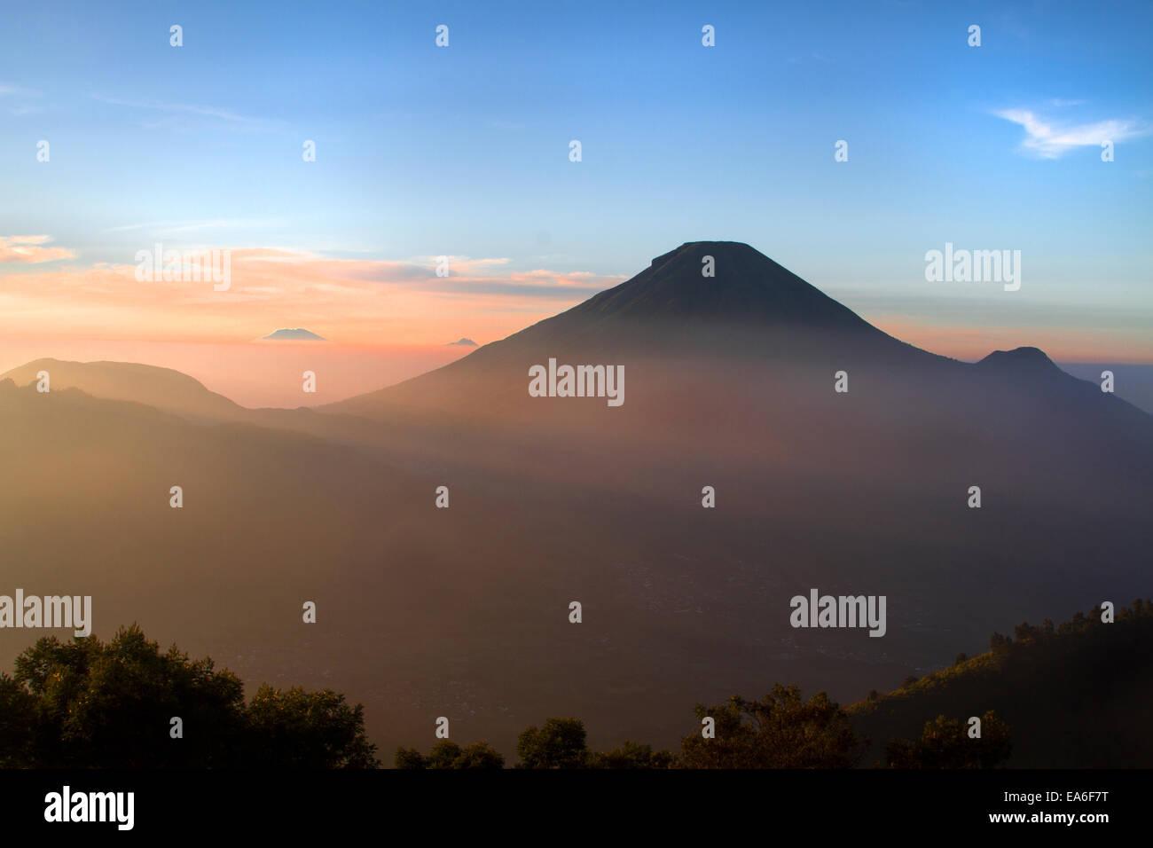 Indonesia, Central Java, Gunung Sikunir, Dieng, Mountain landscape - Stock Image