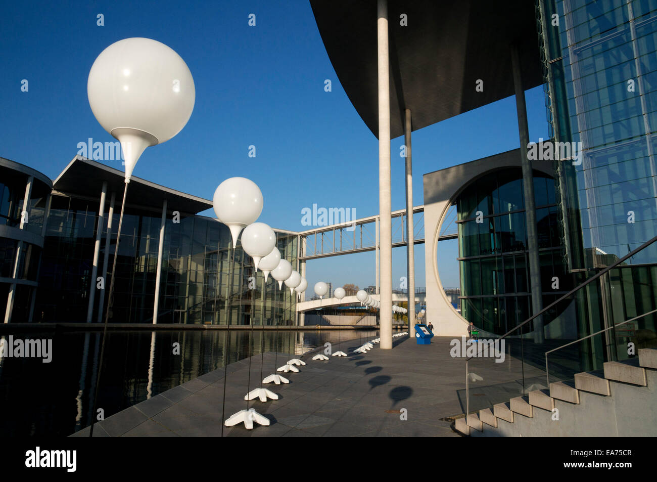 Berlin, Germany. 7th Nov, 2014. For the 25th anniversary of the fall of the Berlin Wall, thousands of white balloons Stock Photo