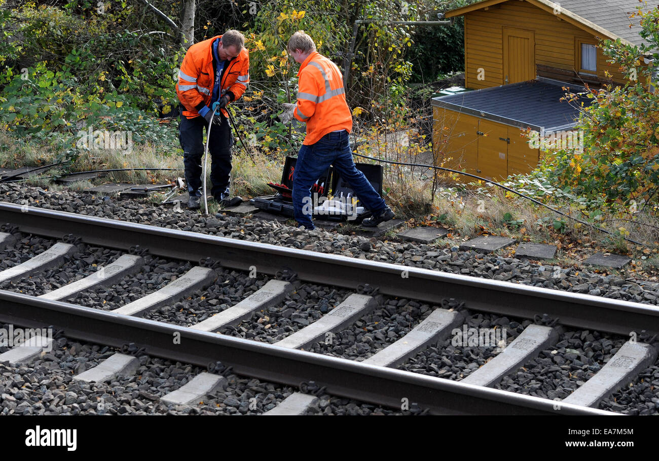 Bremen, Germany. 08th Nov, 2014. Service technicians for the Deutsche Bahn repairs burned wires at a cable shaft - Stock Image