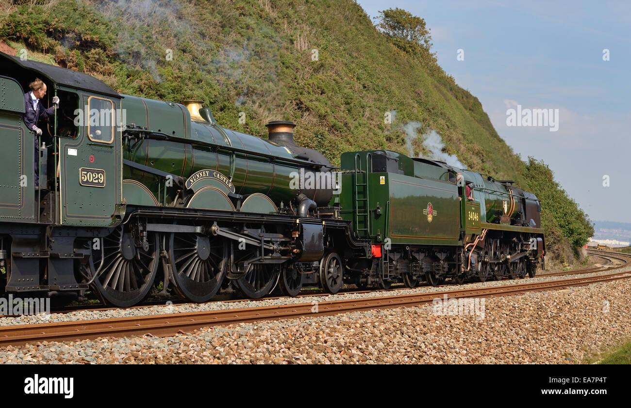 West Country class pacific No 34046 Braunton and GWR Castle class No 5029 Nunney Castle hauling the Atlantic Coast Stock Photo
