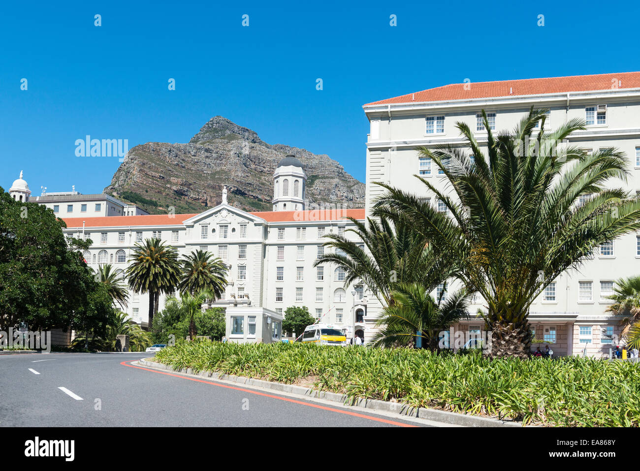 Groote Schuur Hospital on the slopes of Devil's Peak, Cape Town, South Africa - Stock Image