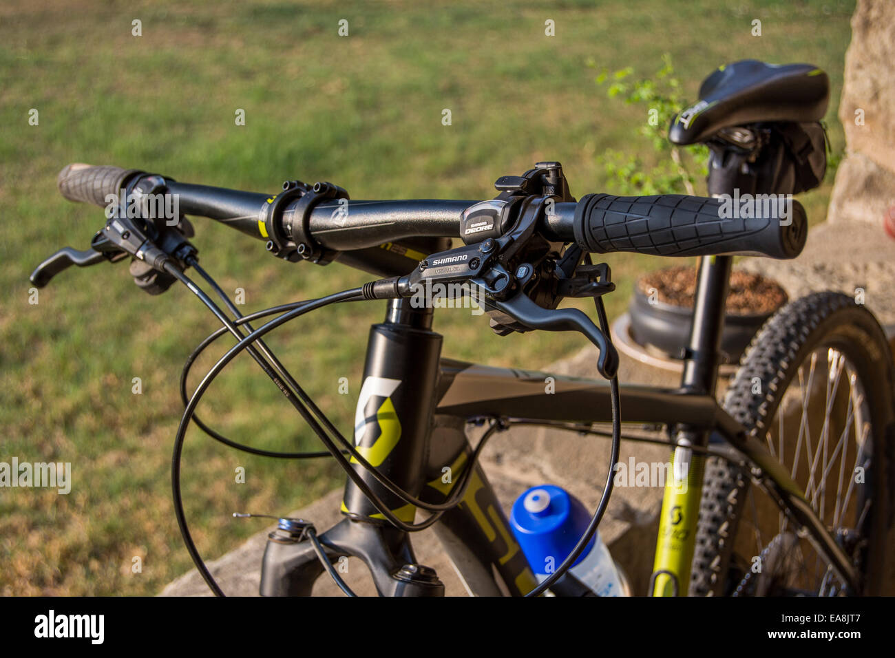 Close up of the handlebars of a mountain bike - Stock Image