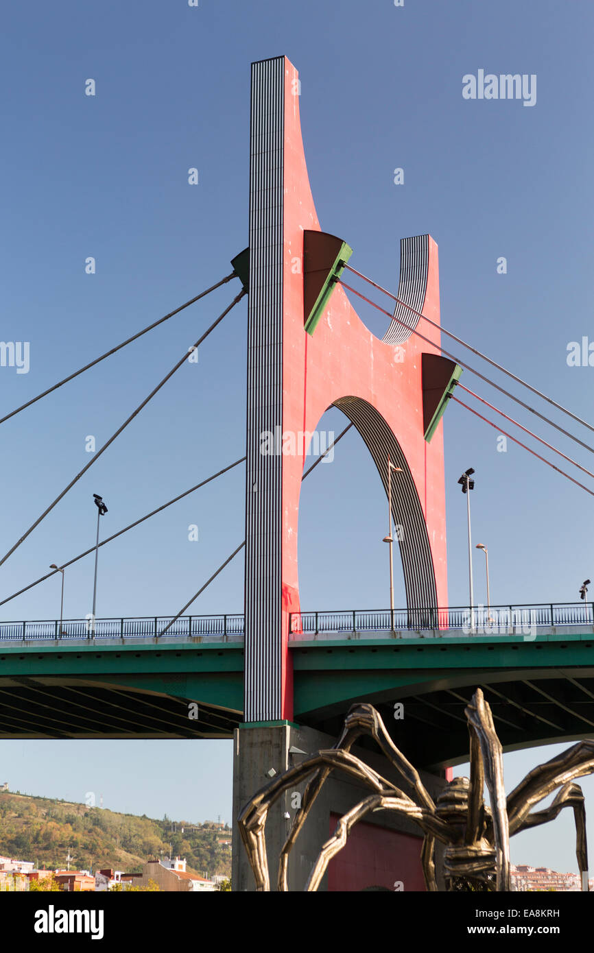 Spain, Bilbao, the red arches of the La Salve Bridge and the Spider statue at the Guggenheim Museum. - Stock Image
