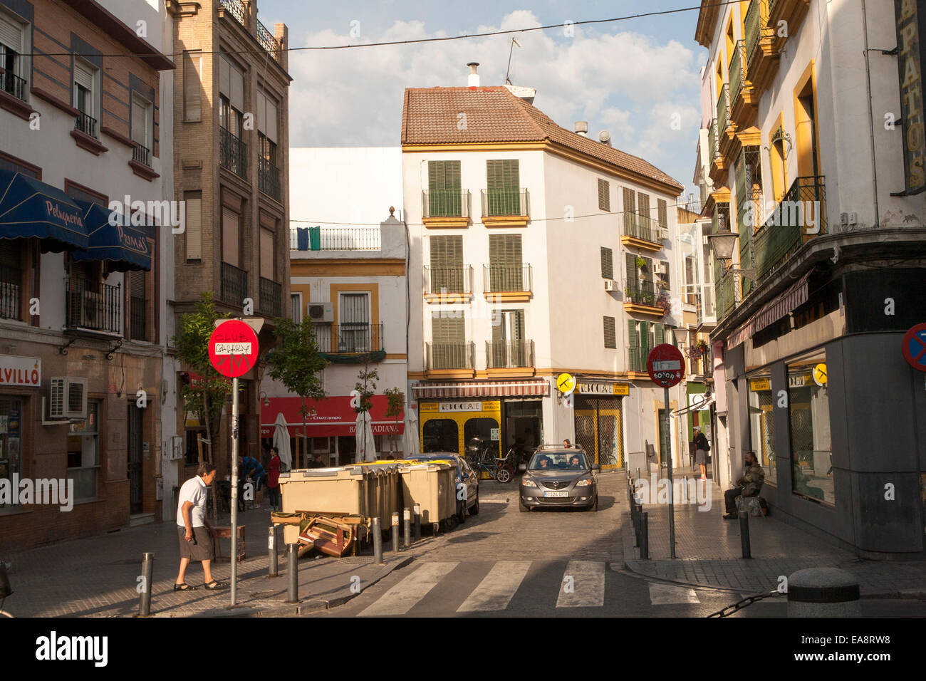 Street and housing in Bario Macarena, Seville, Spain - Stock Image