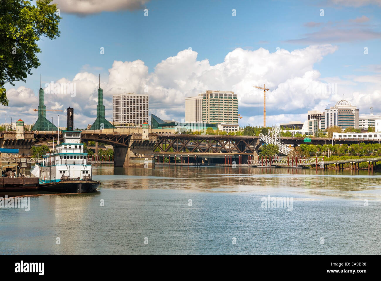 Cityscape of Portland, Oregon on a cloudy day - Stock Image