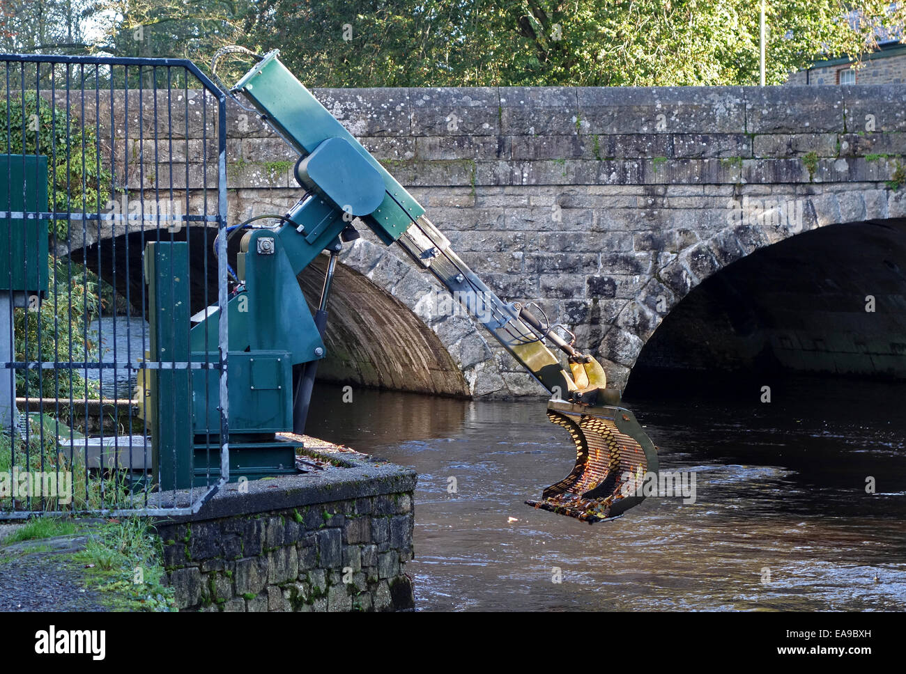 An Automatic Screening Mechanism to keep Salmon Smolts in the correct part of the River Tavy in Tavistock, Devon, - Stock Image
