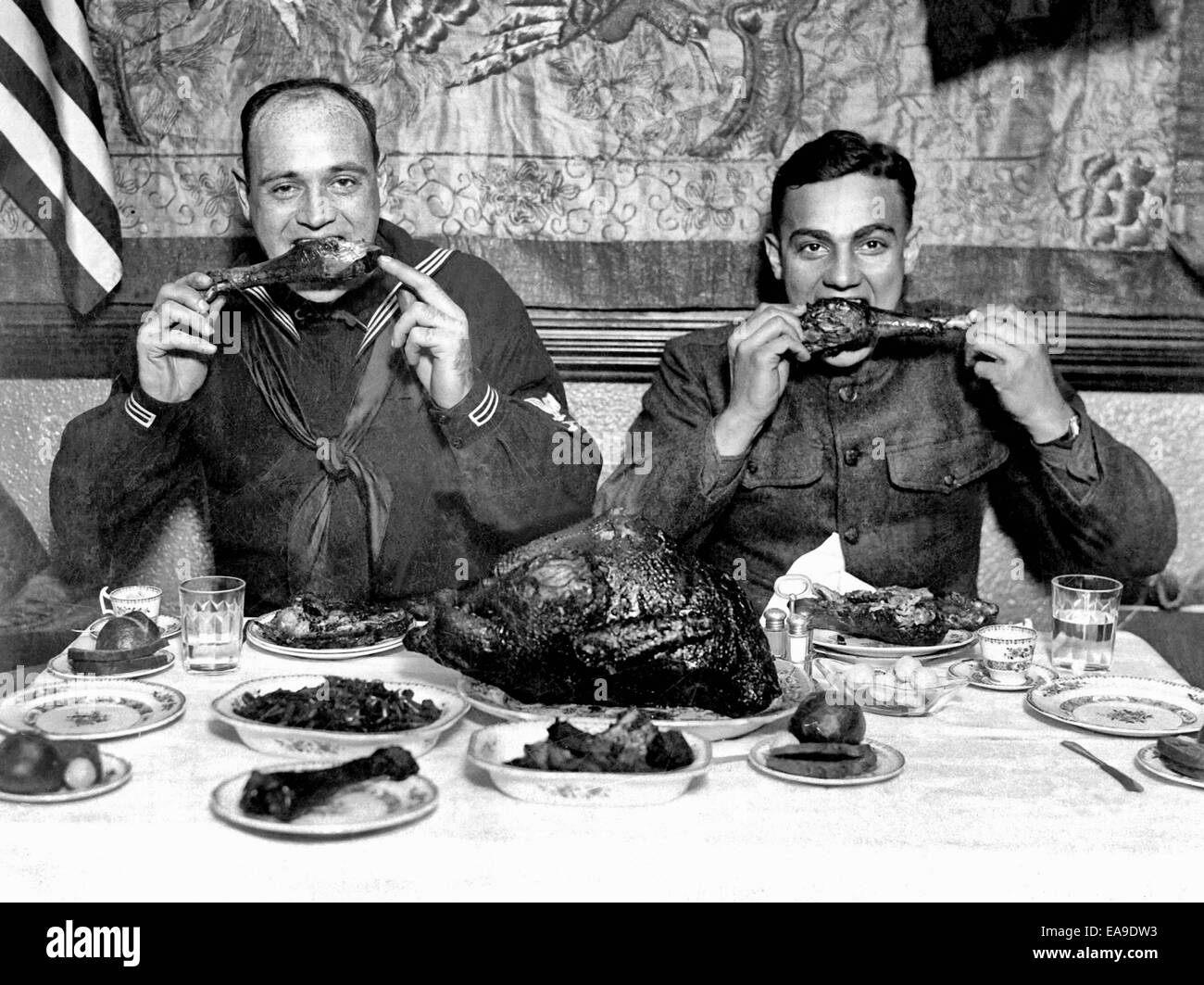 Thanksgiving cheer distributed for men in service. Servicemen eating a Thanksgiving dinner after the end of World - Stock Image