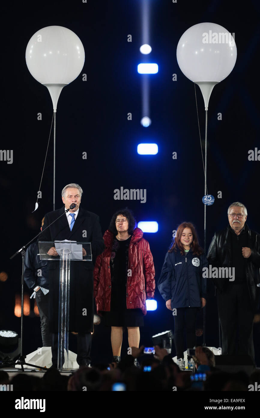 Berlin, Germany. 9th Nov, 2014. Berlin Mayor Klaus Wowereit addresses a celebration commemorating the 25th anniversary Stock Photo