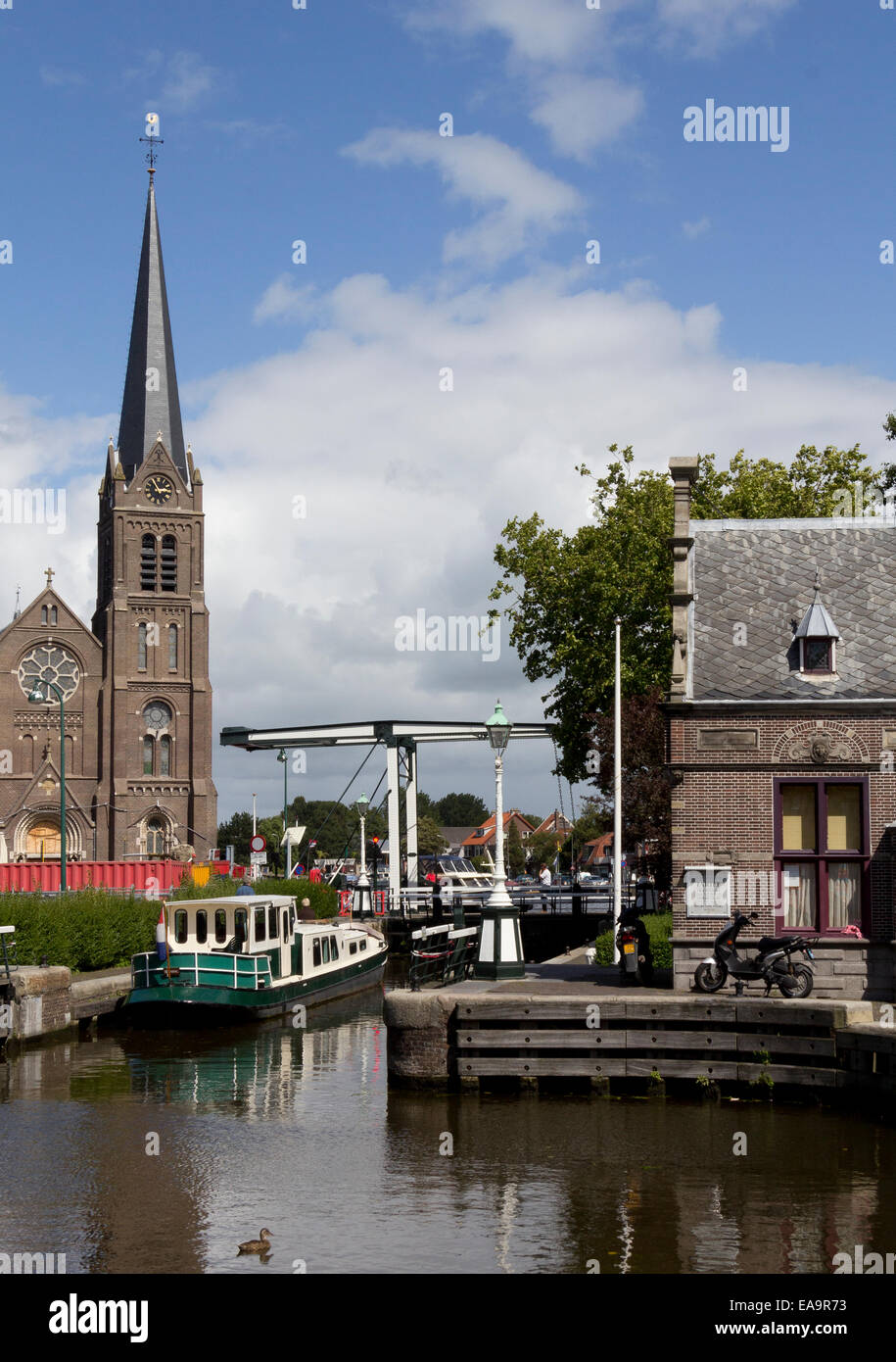 The lock and old lockkeeper's building in the town of Leidschendam on the fringes of Den Hague, Zuid Holland, - Stock Image