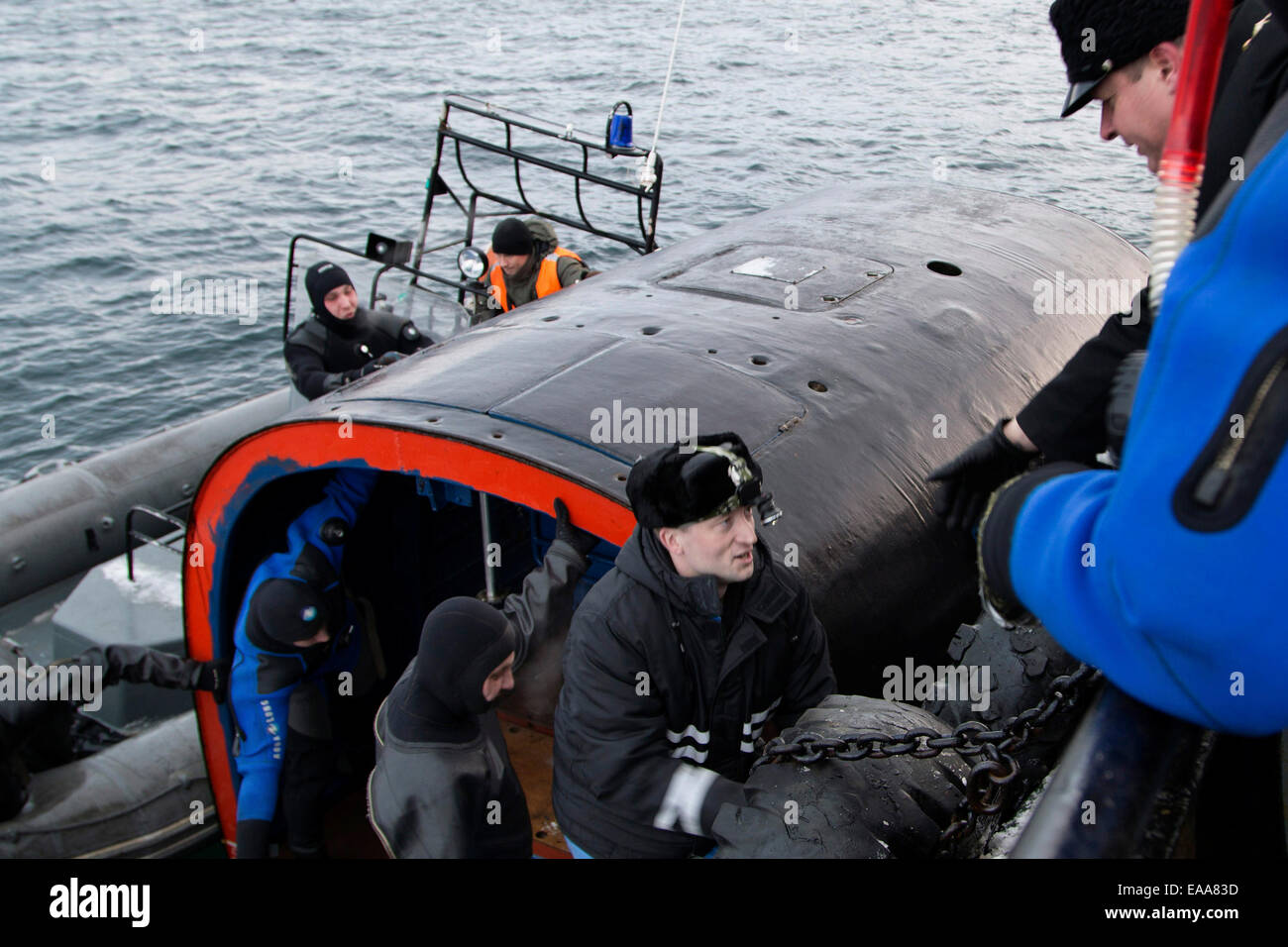 Murmansk Region, Russia. 10th Nov, 2014. A new submarine escape vessel undergoes trials during an exercise involving - Stock Image