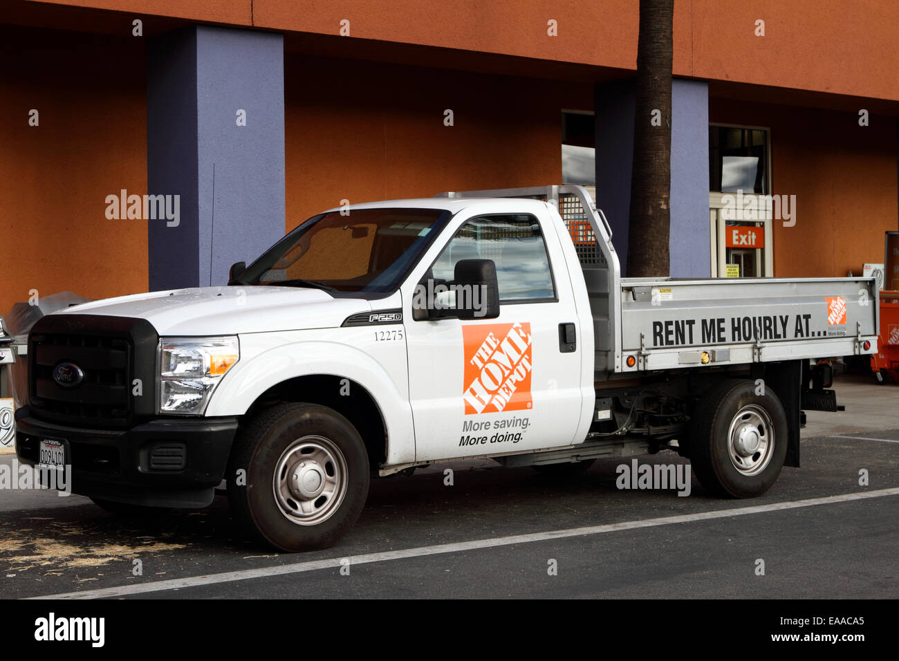 Home Depot Truck For Rent Outside A Store Building In Tustin Stock