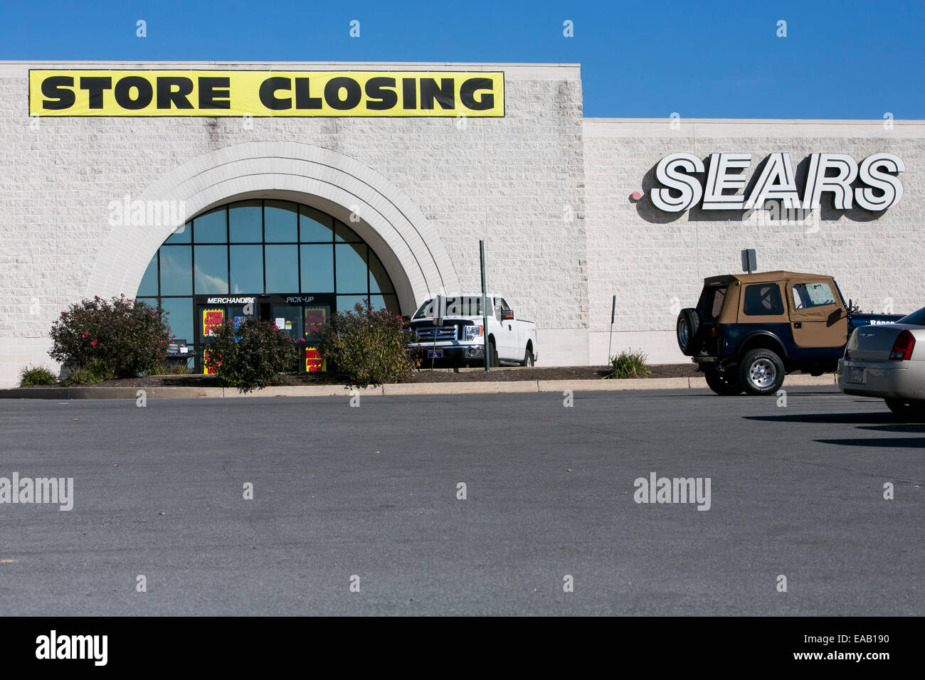 A Sears retail store with a 'Store Closing Sale' banner in Chambersburg, Pennsylvania on November 9, 2014. - Stock Image