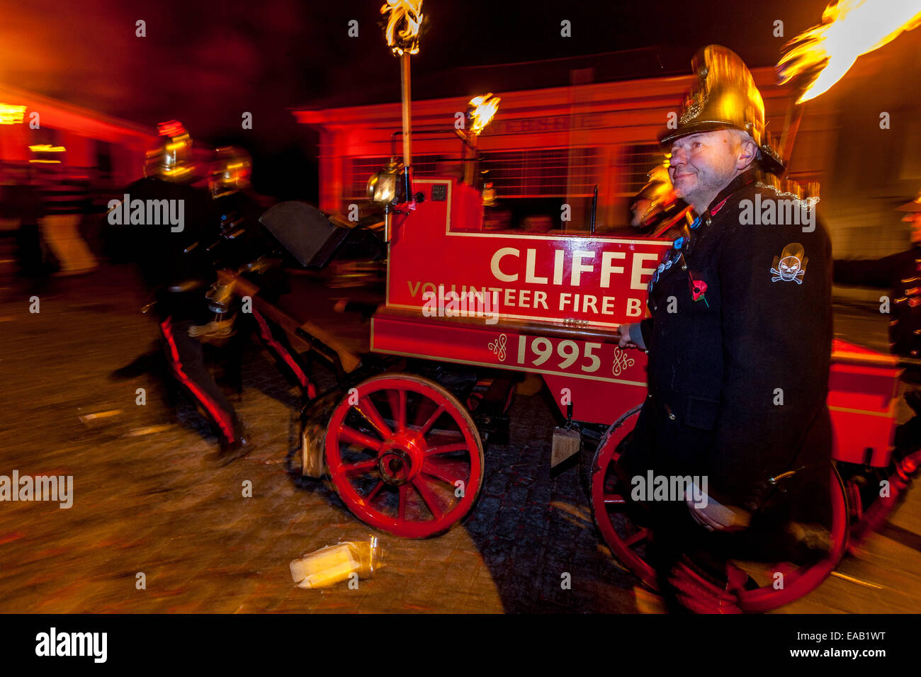 Street Procession, Guy Fawkes Night, Lewes, Sussex, England - Stock Image
