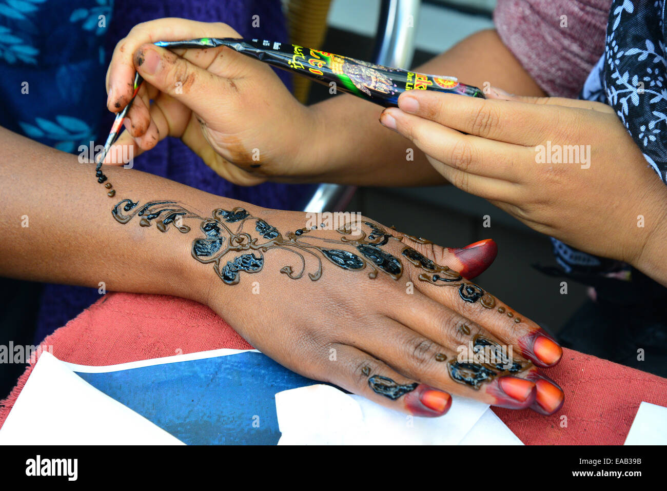 Henna tattooing stall, The Broadway, Southall, London Borough of Ealing, Greater London, England, United Kingdom - Stock Image