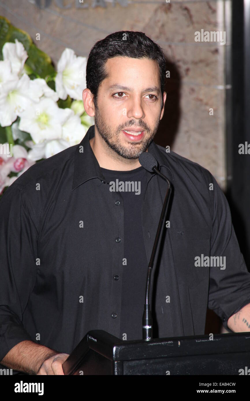 Illusionist David Blaine and President and CEO of Liberty Science Center Paul Hoffman to Light The Empire State Stock Photo