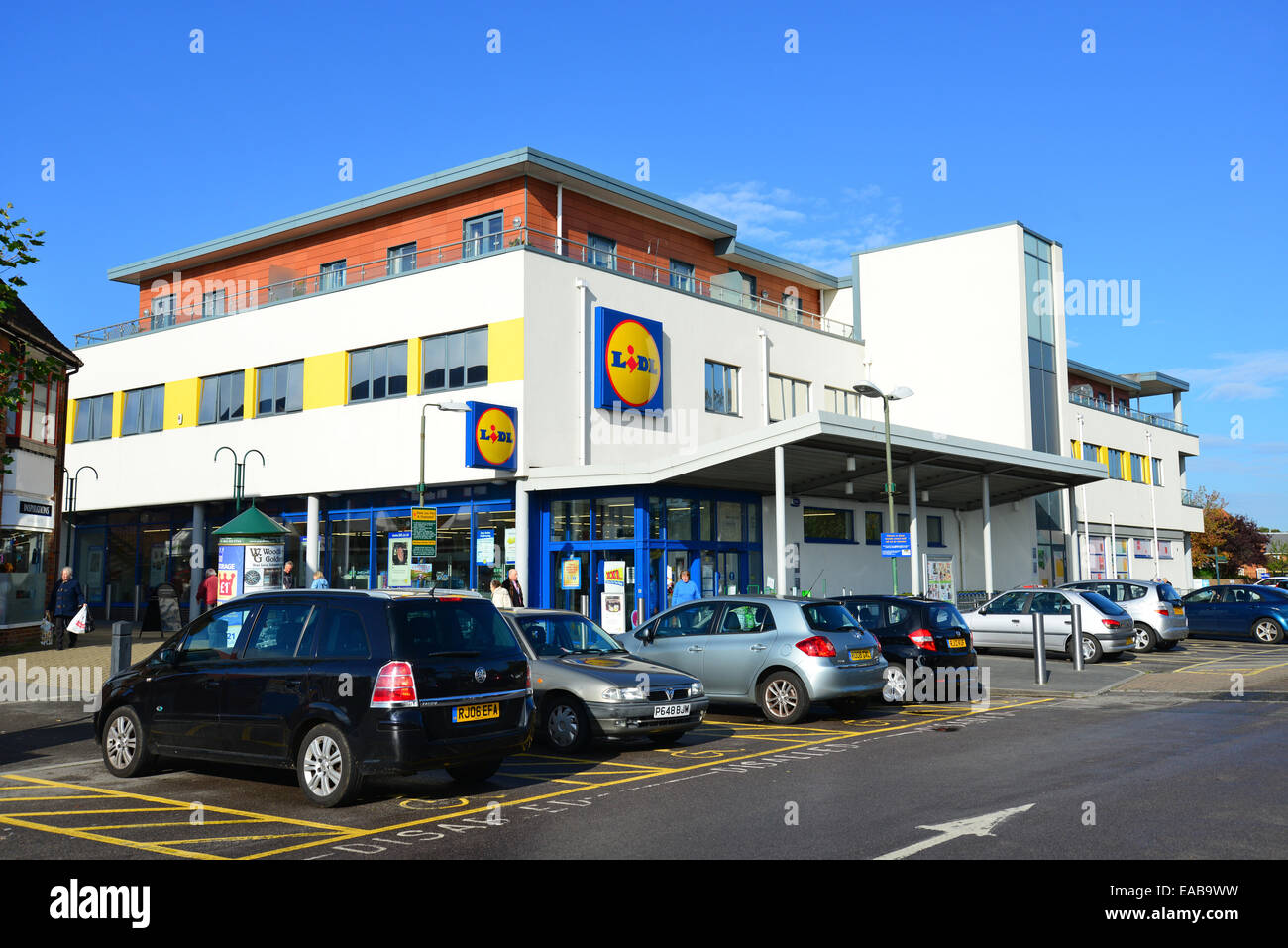 Lidl Supermarket, Headley Road, Woodley, Berkshire, England, United Kingdom - Stock Image