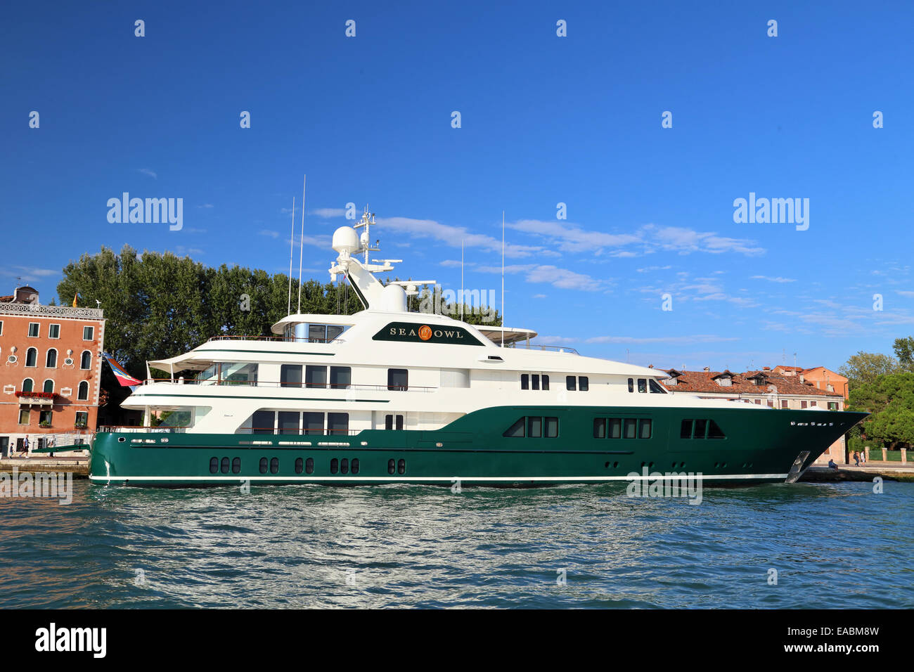 Superyacht Sea Owl, IMO 1011604, owned by Robert Mercer, co